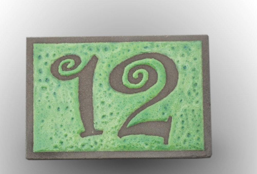 Num ros et plaques de maisons l le o pierres - Plaque de numero de maison ...