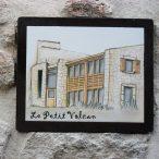 Plaque pour la maison d'hôtes Le Petit Volcan à Montpeyroux