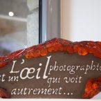 """Plaque déco """"L'œil photographique"""" en lave émaillée (C. Gaudio)"""