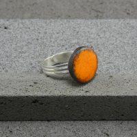 """Bague réglable en lave émaillée collection """"cristal"""", orange, L'île o Pierres."""