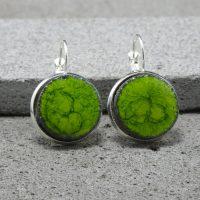 """Boucles d'oreilles dormeuses en lave émaillée collection """"cristal"""", vert mousse, L'île o Pierres."""