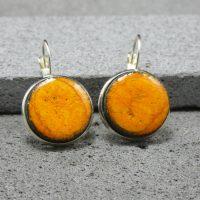 """Boucles d'oreilles dormeuses en lave émaillée, orange collection """"cristal"""", L'île o Pierres."""