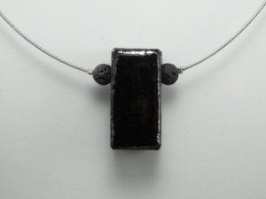 """Pendentif en lave émaillée collection """"cube"""", noir métallisé, L'île o Pierres."""