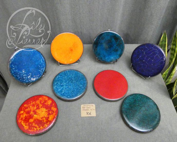 Dessous de plat ronds en lave émaillée par L'île o Pierres.