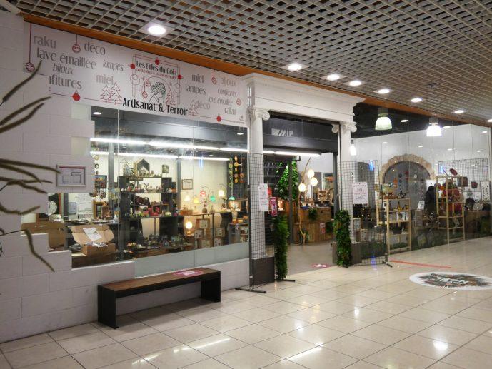 Boutique éphémère Les Filles du Coin, galerie commerciale Carrefour Issoire.